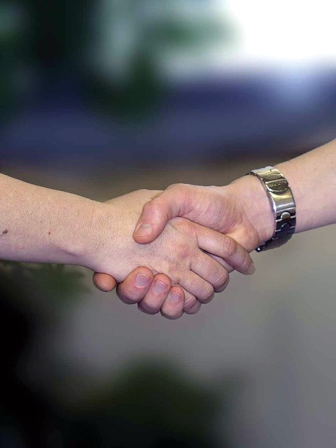 handshake-733239_640